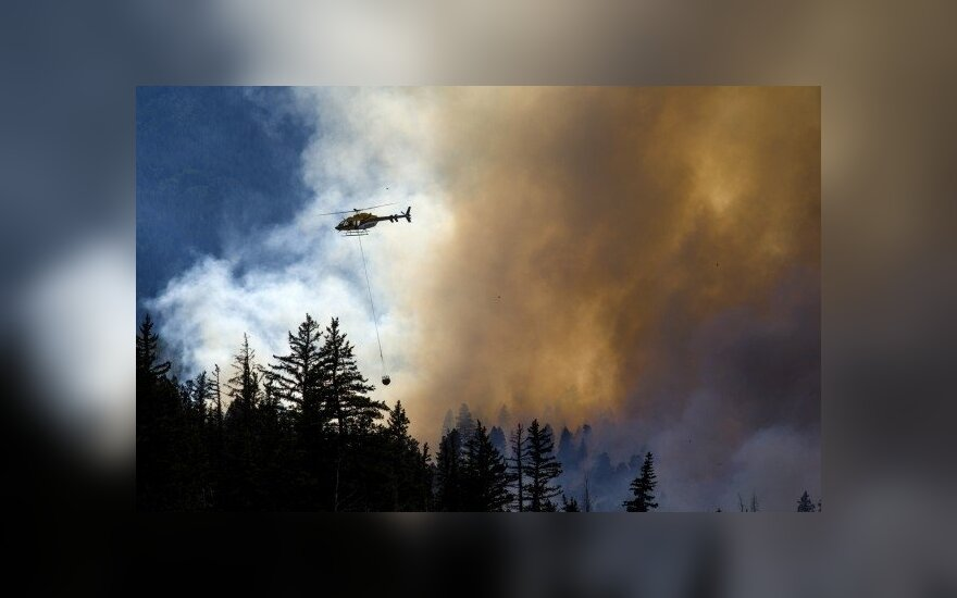 Lithuanian Army sends helicopter to Latvia to help put out forest fire