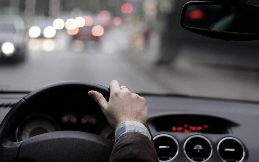 Iš valdančiųjų – naujas užmojis: dėl girto vairuotojo baus keleivius