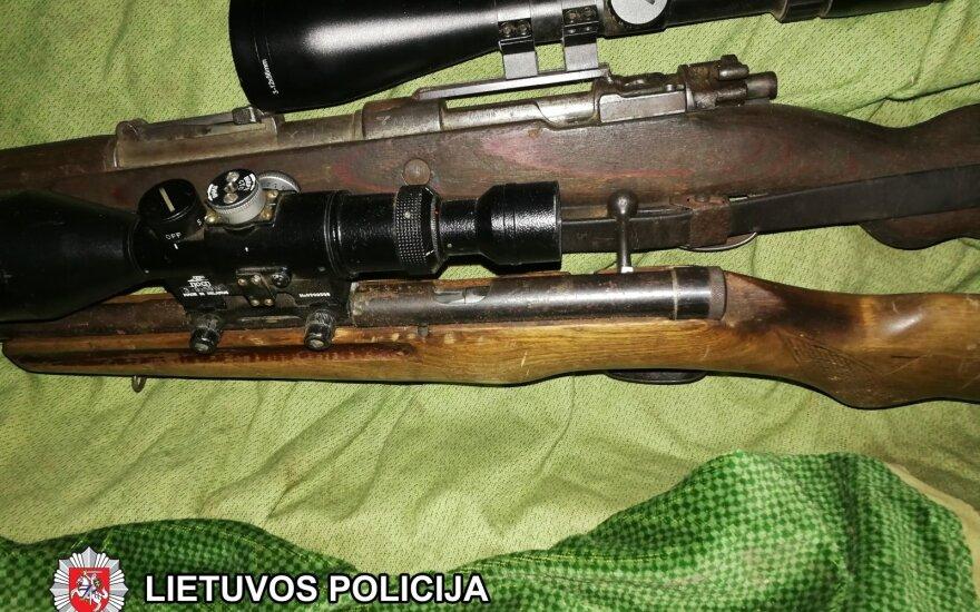 Kazokiškių kaime, apleistame pastate, vilnietis slėpė ginklus