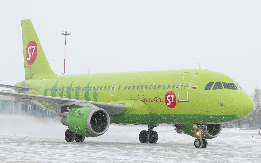 Maskvoje lėktuvas leidosi avariniu būdu, nes viena keleivė paskelbė turinti bombą