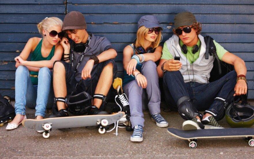 D.Pūras. Paaugliai dūsta nuo suaugusiųjų veidmainiavimo