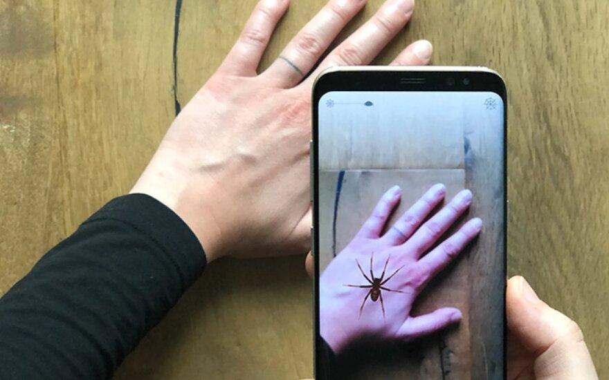 Programėlė, padedanti įveikti vorų baimę. University of Basel nuotr.