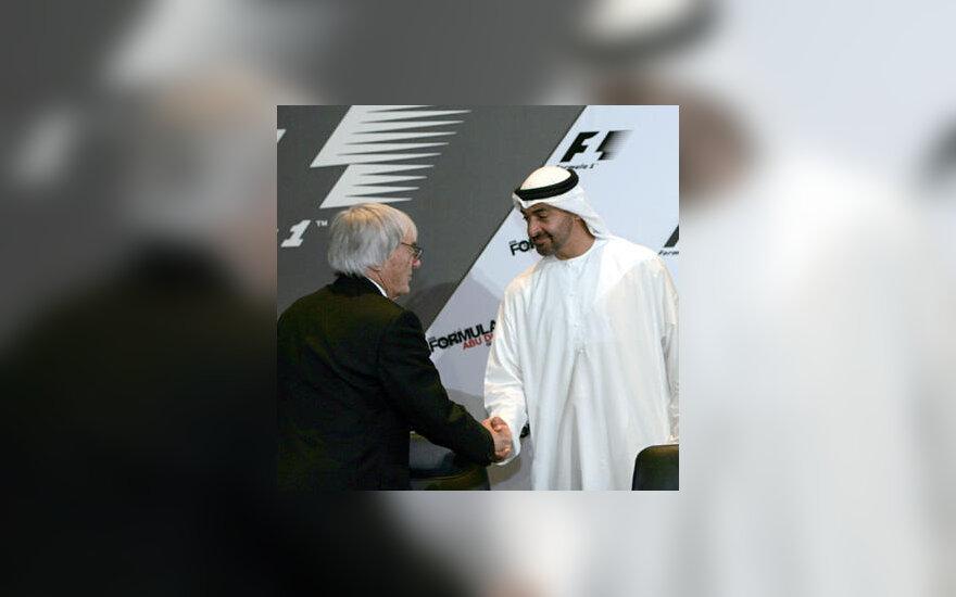 """""""Formulės-1"""" komercijos teisių valdytojas Bernie Ecclestone'as su JAE princu Mohammedu bin Zayedu al-Nahayanu."""