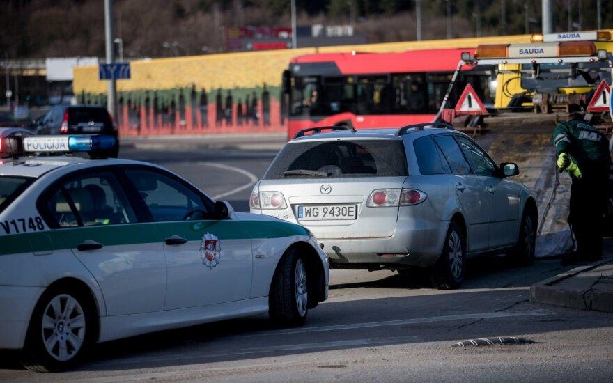 Incidentas Vilniuje: avarija galimai sukėlęs vyras su draugais paspruko pėsčiomis