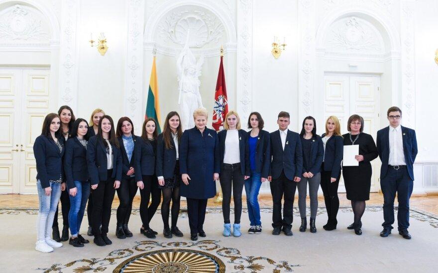 Apdovanoti Nacionalinio diktanto konkurso nugalėtojai
