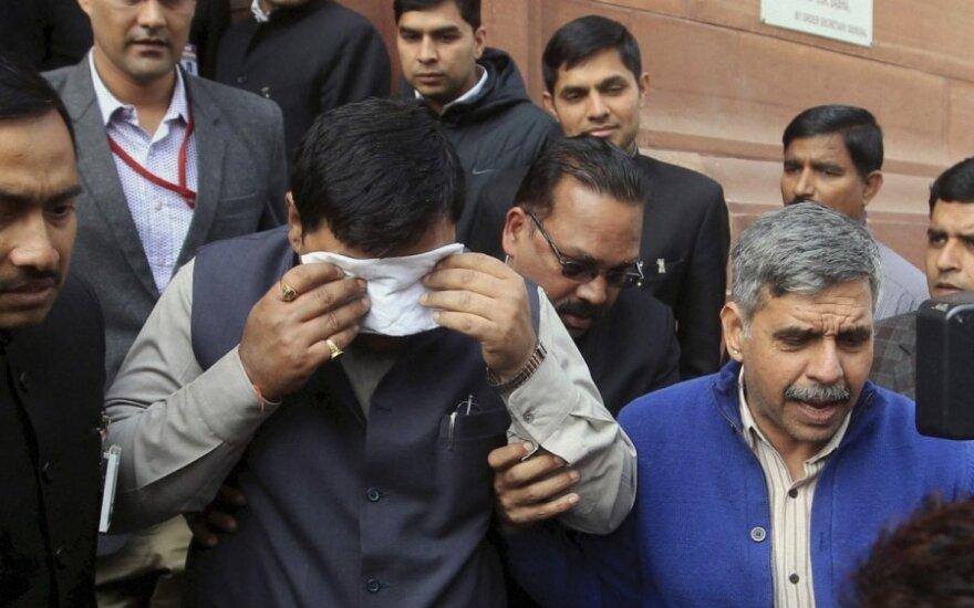 Indijos parlamente – grumtynės