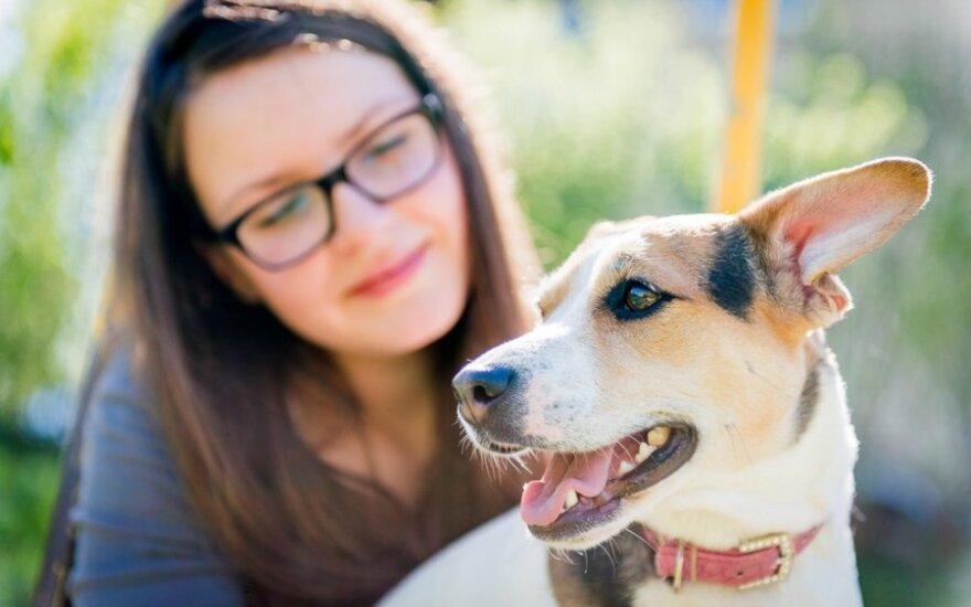 Su mylimu šunimi dalijasi ir bendra lova