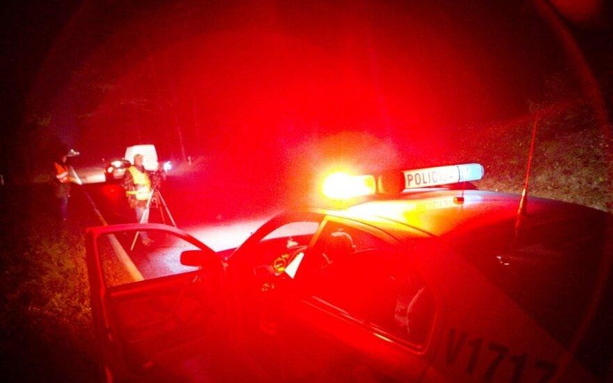 """Policija ieško žmonių, mačiusių, kaip """"VW Golf"""" ant šaligatvio užmušė senolę"""