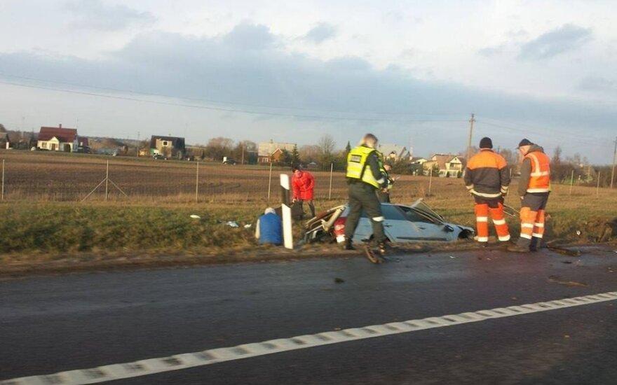 Kelyje Kaunas–Vilnius vertėsi automobilis, sužalotas žmogus