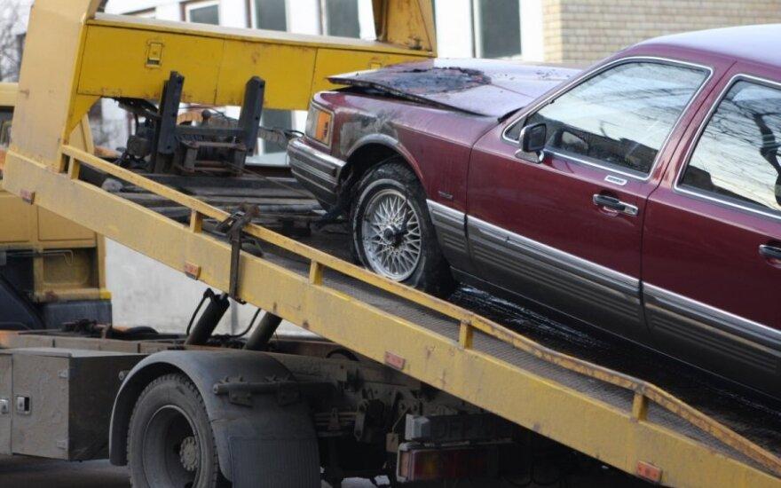 "Vilniuje liepsna suniokojo ""Lincoln Town Car"""