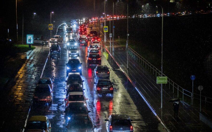 Statistika sukrėtė: vairuotojų klaidas siūlo taisyti naujais būdais