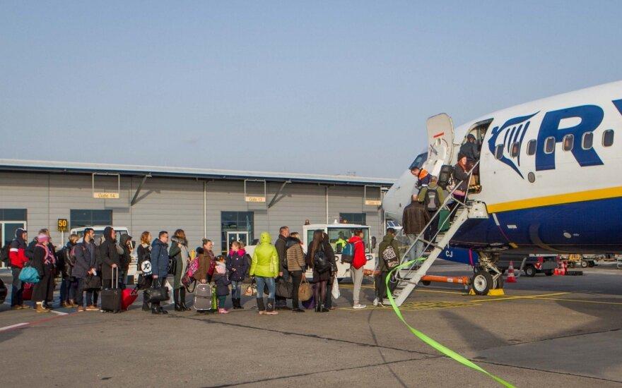 """""""Ryanair"""" atšaukė visus skrydžius iš Dublino oro uosto ir į jį"""