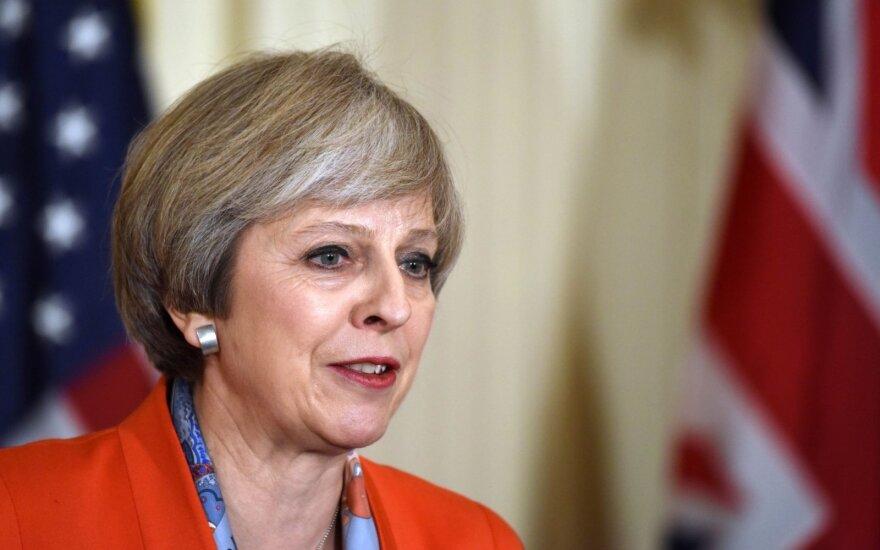 D. Britanijos parlamentas uždegė žalią šviesą Th. May