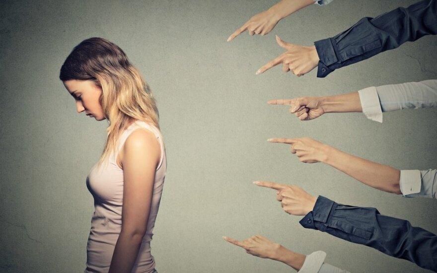 Padarėte klaidą: kaip atsikratyti slegiančios kaltės?