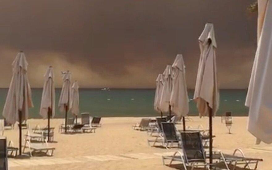 Turistų mėgiamus Turkijos kurortus apgaubė tiršti dūmai