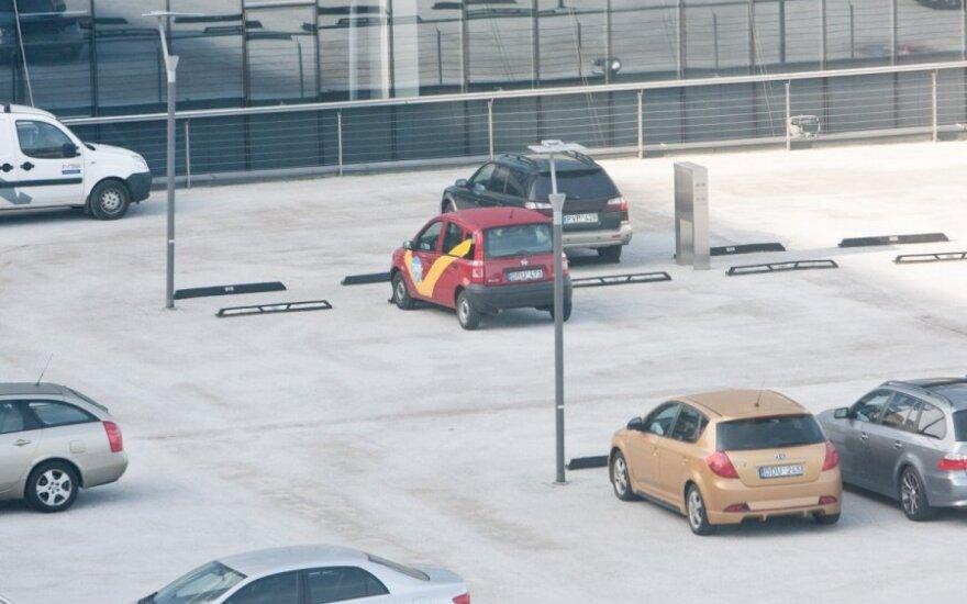 """<font color=""""#6699CC""""><strong>Klausk teisininko:</strong></font> kada neblaivus vairuotojas gali susigrąžinti į aikštelę uždarytą automobilį?"""