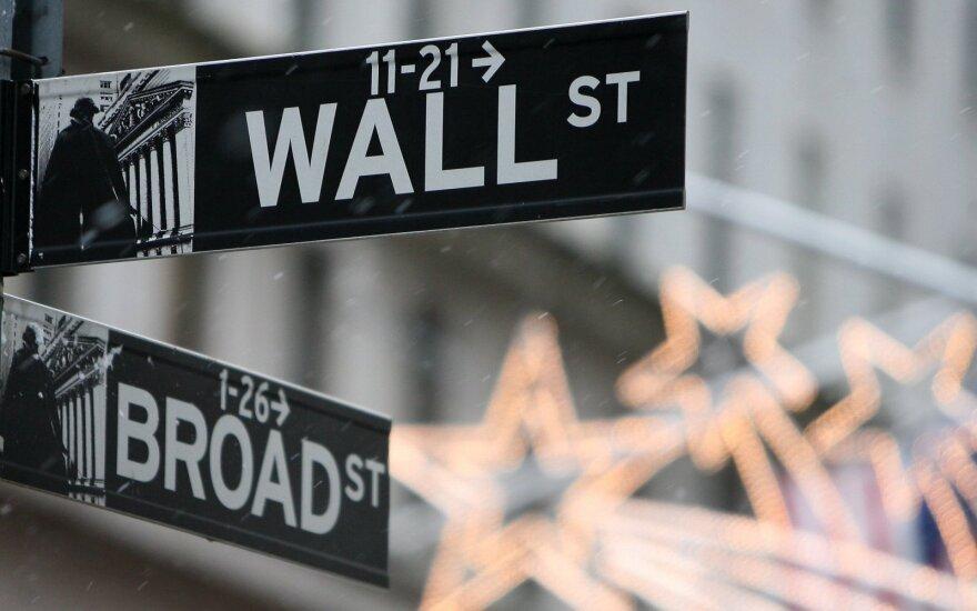 Trumpui grasinant naujais muitais, Volstrito akcijos neranda bendros krypties