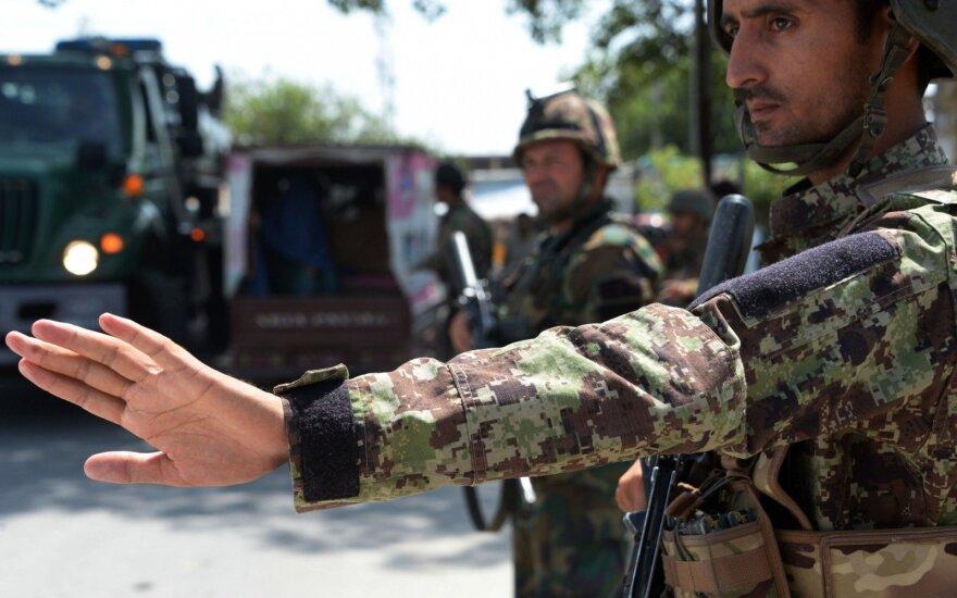 Afganistano šiaurėje vyriausybei pasidavė IS vietos vadas ir 200 kovotojų
