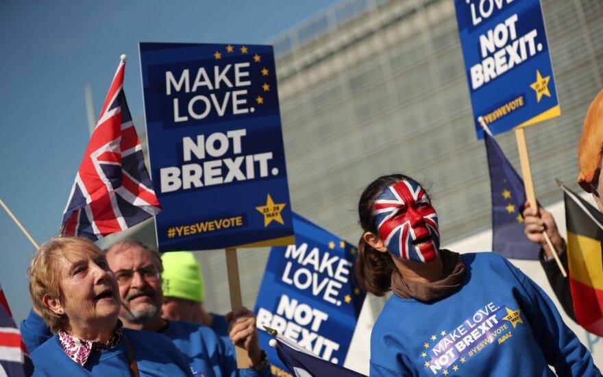 """Atidėjus """"Brexitą"""" svaras stiprėjo, prastos ekonominės nuotaikos smogė Europos rinkoms"""