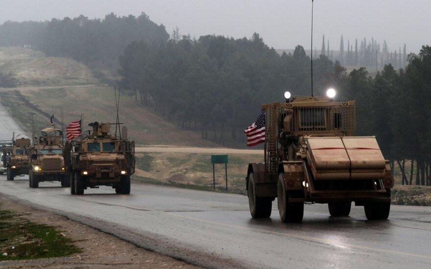 Pentagonas: JAV smogė Irano remiamų kovotojų pozicijoms Sirijoje