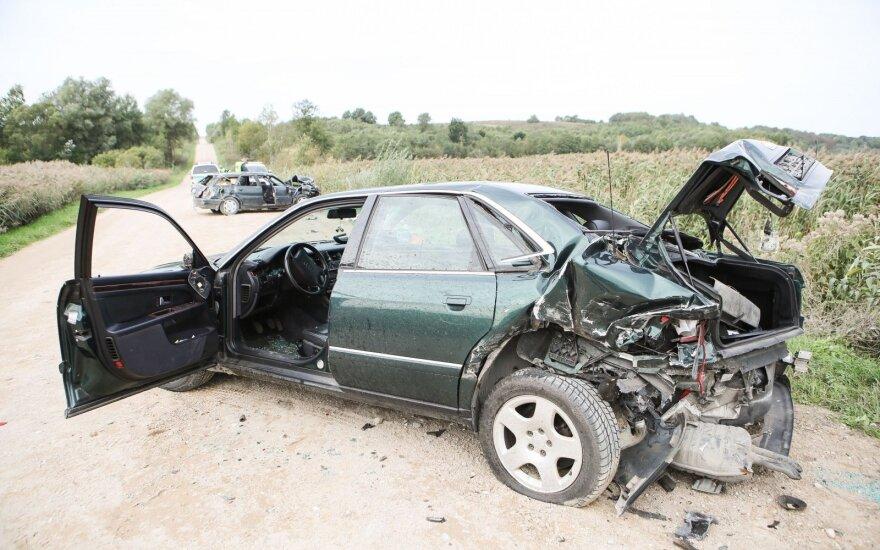 Avarija Trakų r.: du vyrai žuvo, du žmonės išvežti į ligoninę