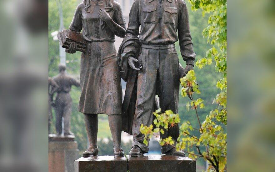 Dauguma Lietuvos gyventojų nepritartų sovietmečio skulptūrų nukėlimui nuo Žaliojo tilto Vilniuje