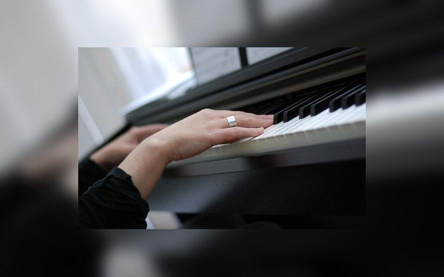 Nemokamas pianistės iš Japonijos koncertas Alytaus miesto teatre