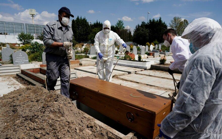 Ispanijoje per parą užregistruojamų mirčių nuo COVID-19 skaičius nukrito žemiau 200 ribos