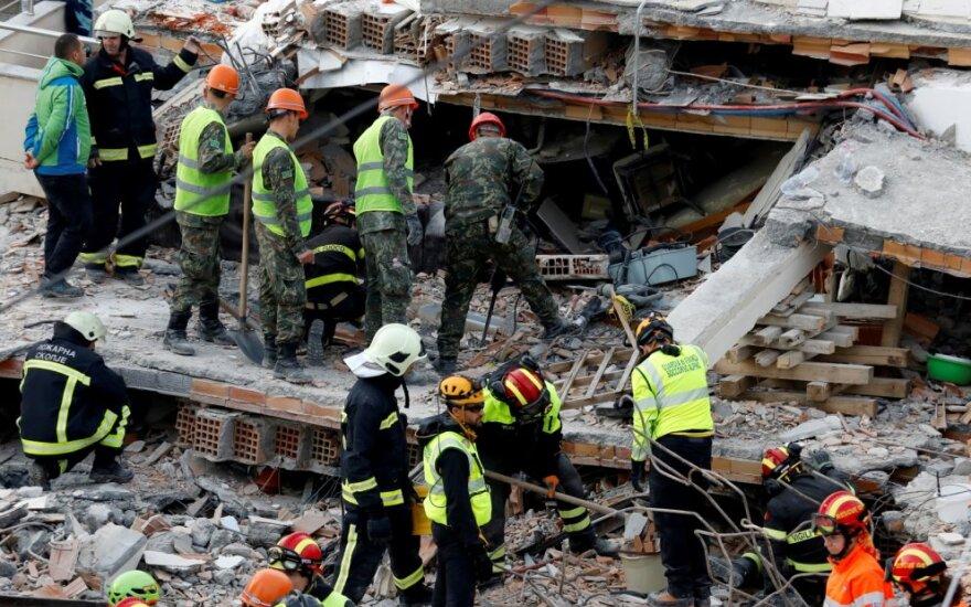 Albanijoje žemės drebėjimo aukų padaugėjo iki 30