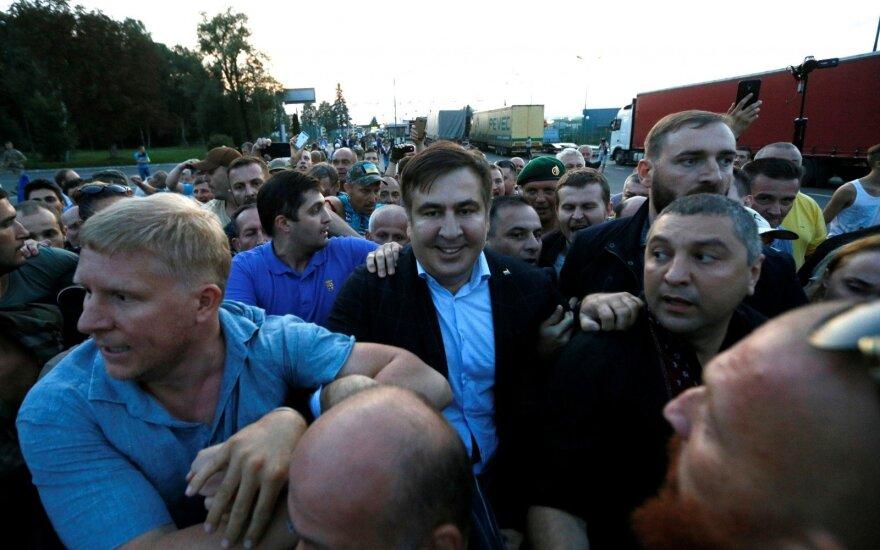 M. Saakašvilis į Ukrainą grįžo su trenksmu: išlaužta pasienio tvora ir sužeisti pareigūnai