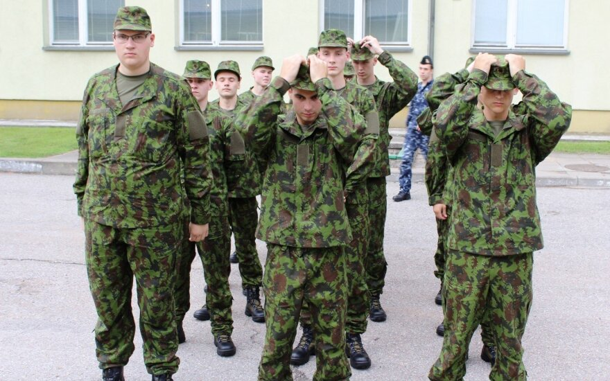 First group of Lithuania's 2018 conscripts start their military service