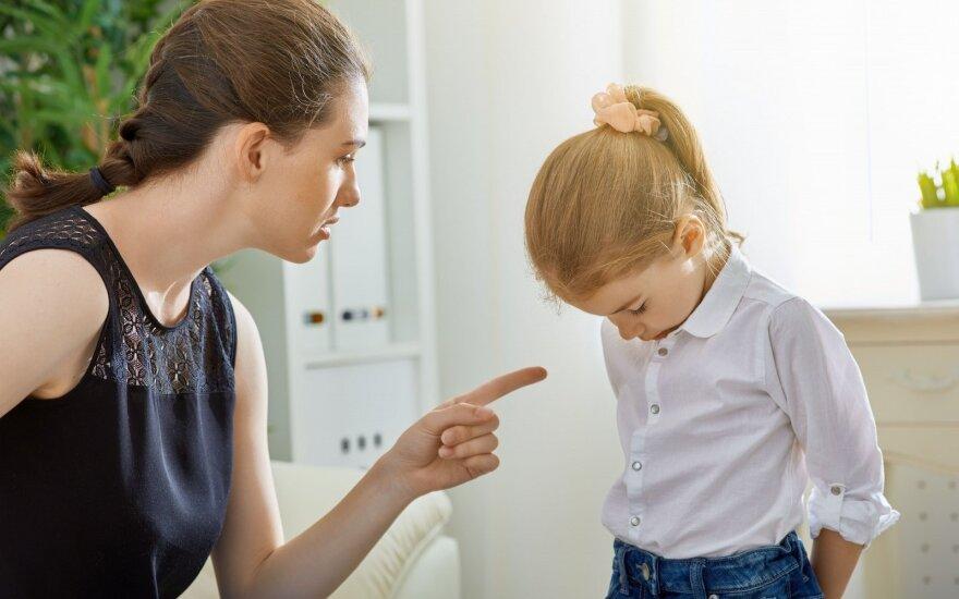 Paradoksas: baudžiame vaikus už tai, kad jie – žmonės