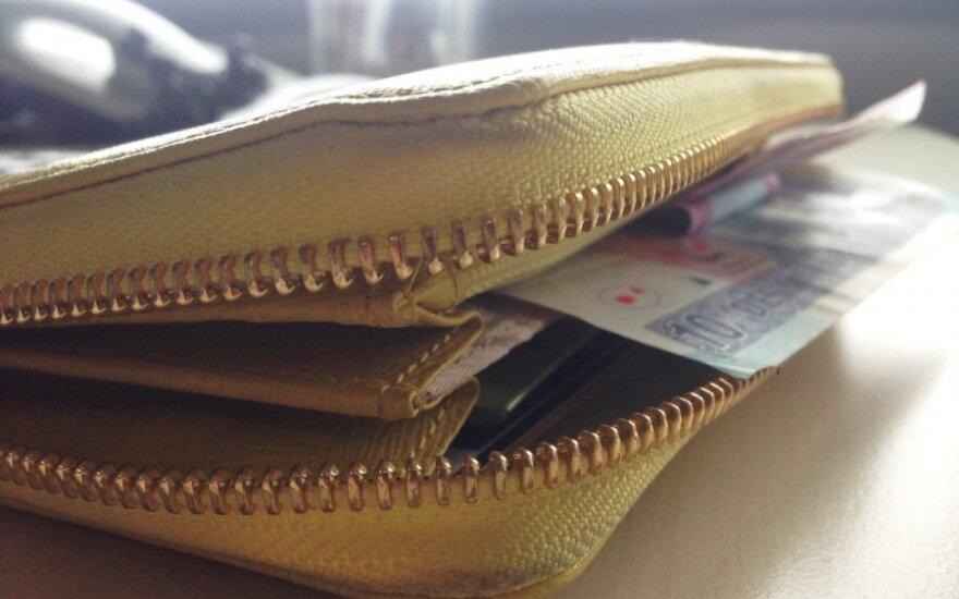 Susimokėti eurais autobuse nepavyko: duok litais