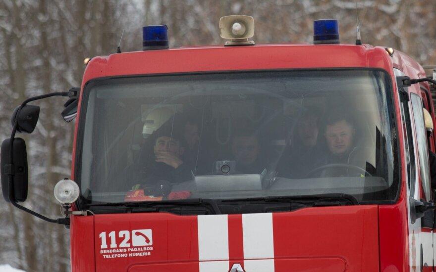 Lietuviai labiau pasitiki gaisrininkais negu profsąjungomis