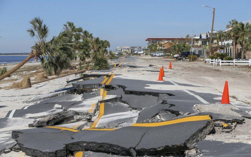 """Prie Meksikos artėja pavojingas uraganas """"Willa"""""""