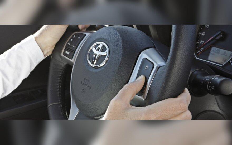 Tarp besimokančių vairuoti – ir pensininkė