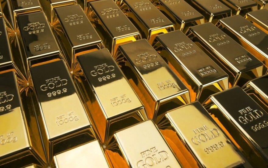 Po JAV centrinio banko komentarų šoktelėjo doleris, auksas pinga