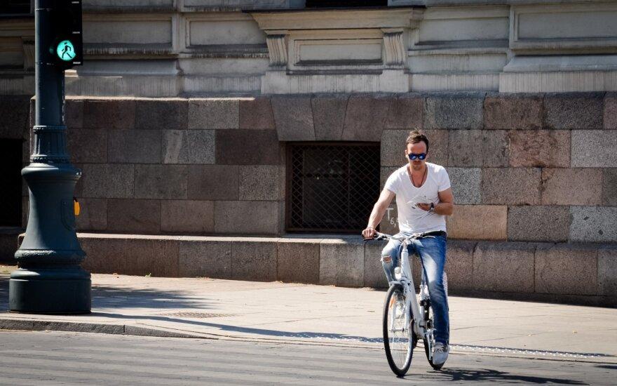 Su dviračiu per pėsčiųjų perėją: važiuoti ar varytis?