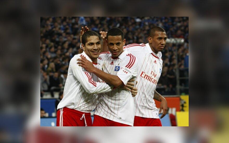 "Paolo Guerrero (kairėje), Dennisas Aogo viduryje) irJerome Boatengas (""Hamburger SV"")"