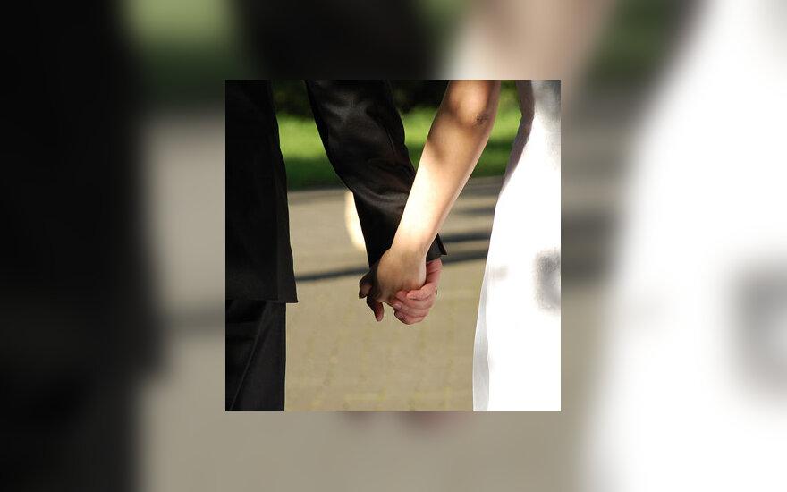 Rankos, santuoka, draugystė, meilė