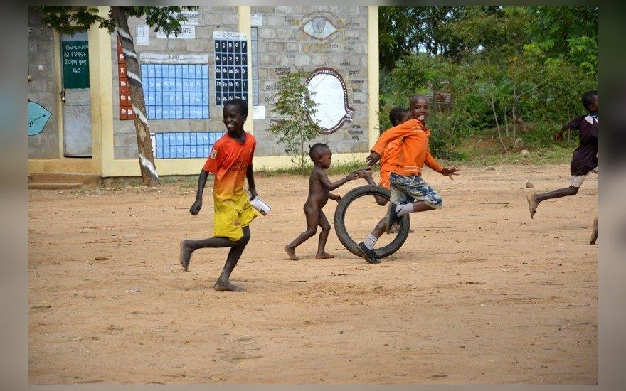 Vaikų džiaugsmai mokyklos kieme