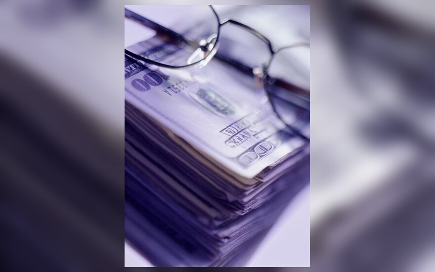 Doleriai, pinigai, akiniai, verslas, pelnas