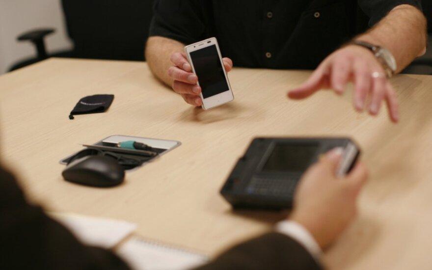 Vartotojus kankina greitai gendantys mobiliojo ryšio telefonai