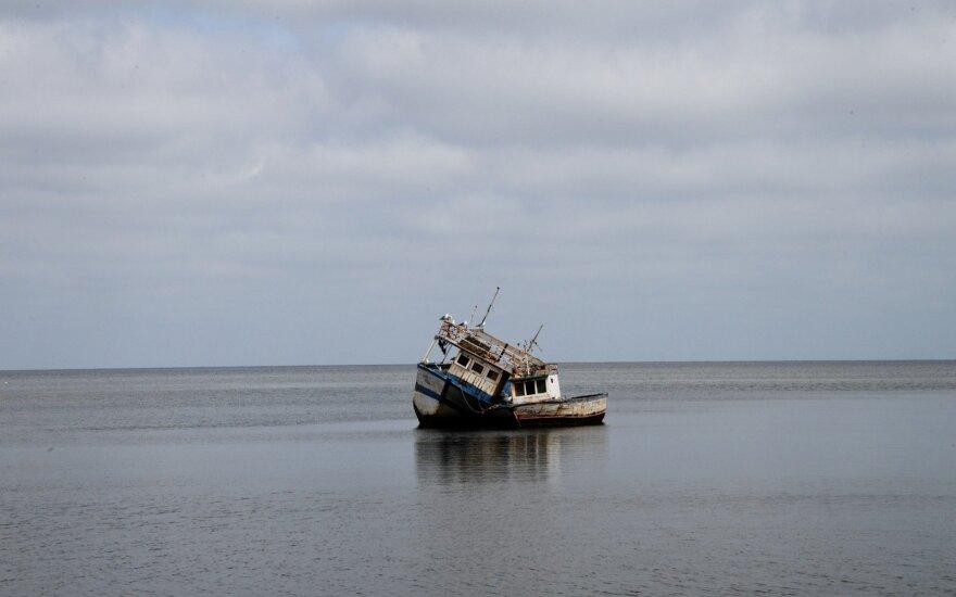 Tunise dėl migrantus plukdžiusio laivo katastrofos atleista dešimt pareigūnų