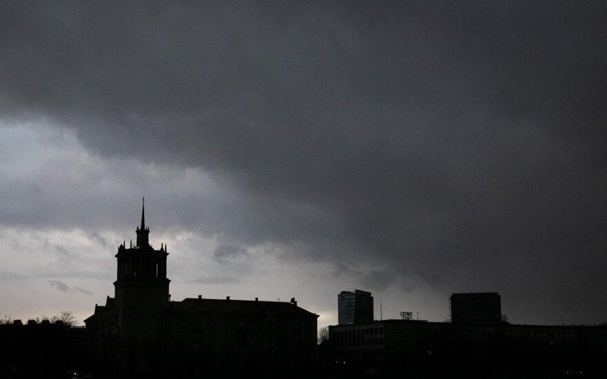 Danguje velsis debesys, bet įšils iki 20 laipsnių