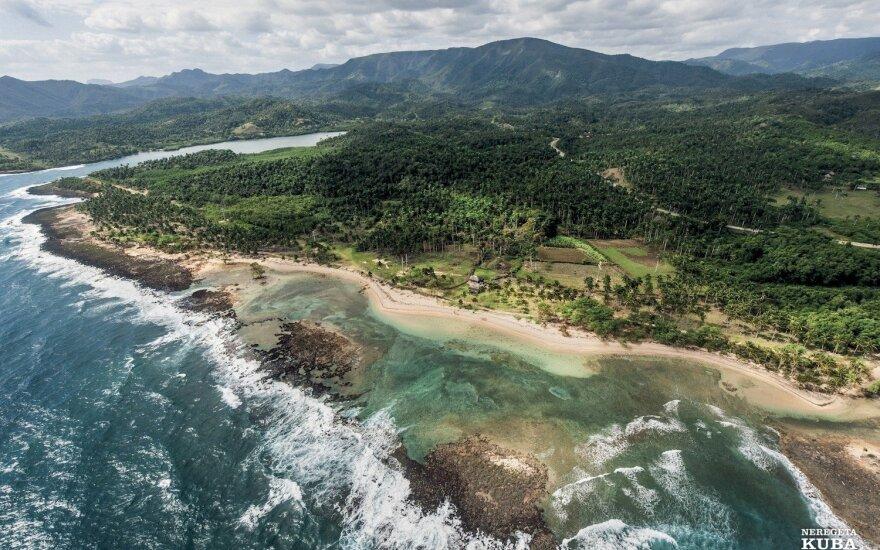 Vešli šiaurinė Guantánamo provincijos pakrantė, čia gausu nepaliestų paplūdimių. Tai pajūrio prie Nibujón'o, į šiaurės vakarus nuo Baracoa, kraštovaizdis.