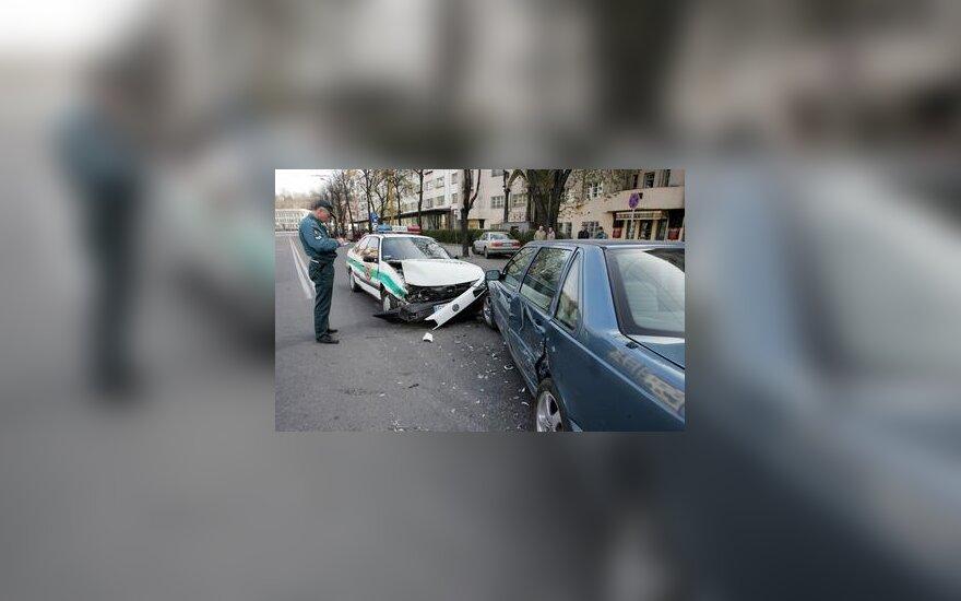 Kaune į avariją patekęs policijos automobilis