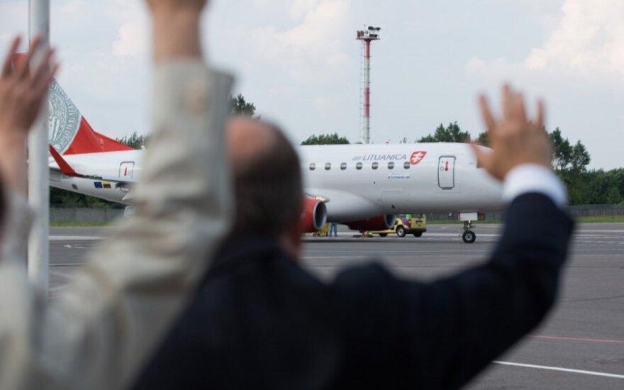 """Keleiviai tapo """"Estonian Air"""" ir """"Air Lituanica"""" skyrybų įkaitais"""