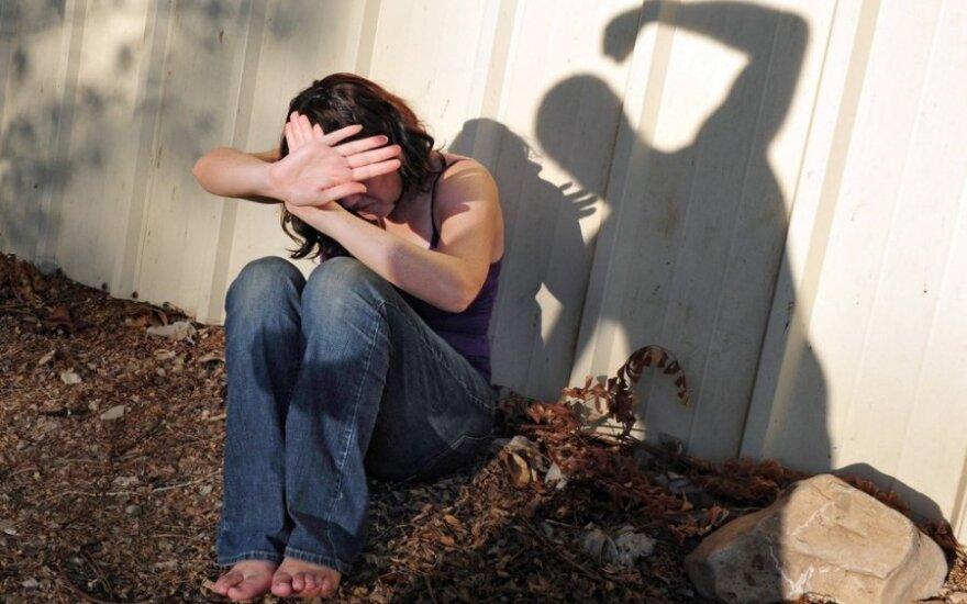 Beveik detektyvas: ar tikrai sutuoktiniai smurtauja dažniau nei sugyventiniai?