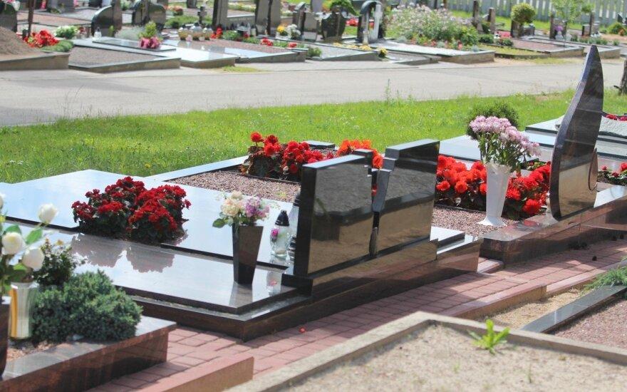 Panevėžiečiams rasti artimųjų kapus bus paprasčiau: suskaitmenino visas savivaldybės kapines